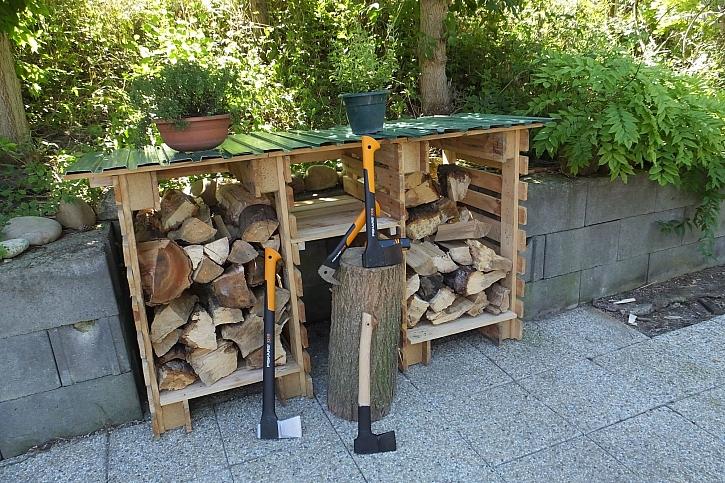 Dřevěné palety mají široké využití, můžete z nich vyrobit i dřevník (Zdroj: HobbyPRstudio)