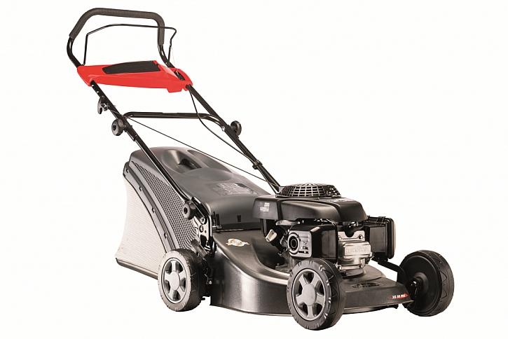 Benzinová sekačka XS 50 MH má šasi vyrobené z odolné galvanizované oceli.
