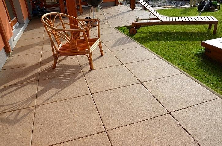 Dlažba ALMA s povrchovou úpravou Pecfect Clean je ideální pro terasy.