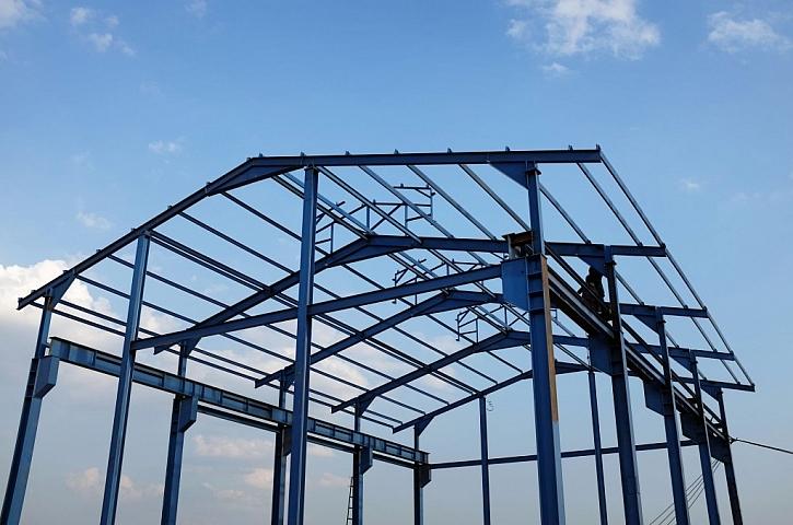 Ocelové konstrukce se používají např. na skelety průmyslových hal