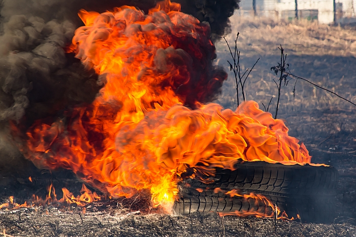 Hořící pneumatika