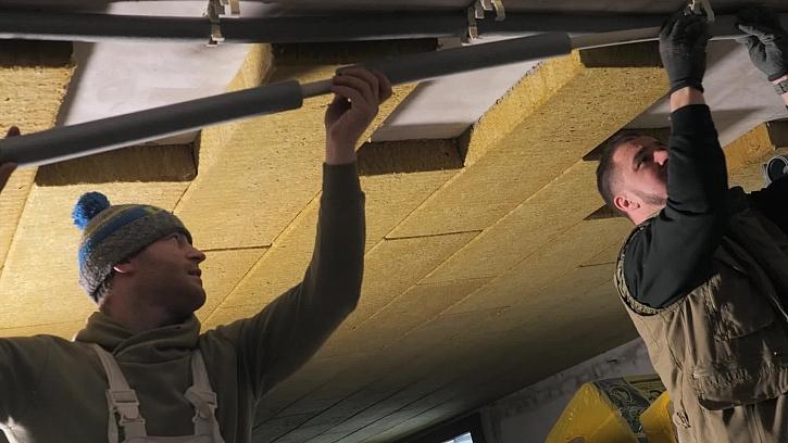 Řemeslníci začali rozvádět nové vodovodní trubky
