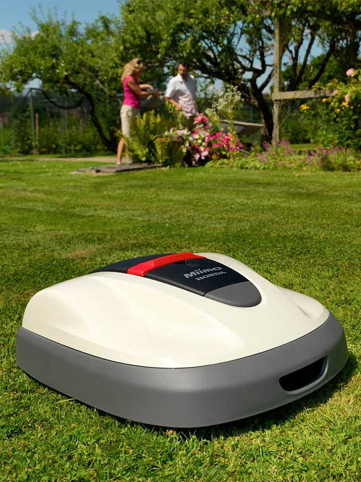 Jak je vyřešený pohyb robotické sekačky Honda po zahradě?