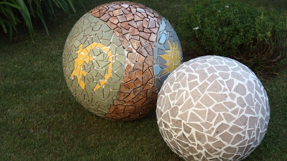 Mozaiková koule ze starých dlaždic aneb Tak trochu jiná podzimní dekorace