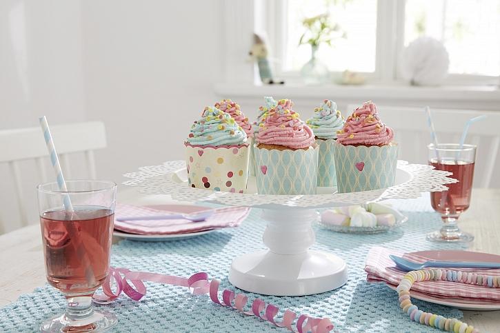 Servírovací tácek na muffiny bude zajímavým kouskem na každé oslavě (Zdroj: tesa tape)