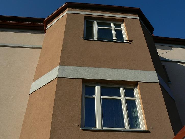 Bílá dřevěná okna, zdroj VEKRA