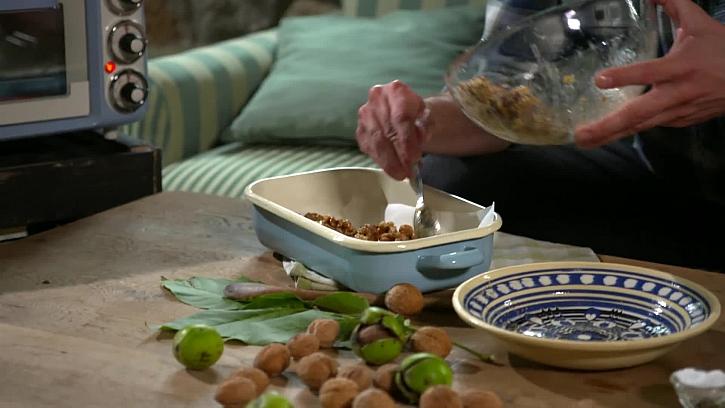 Vložení ořechů na plech
