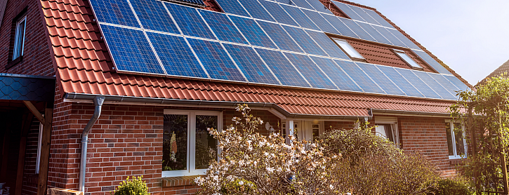 Dům s fotovoltaikou na střeše