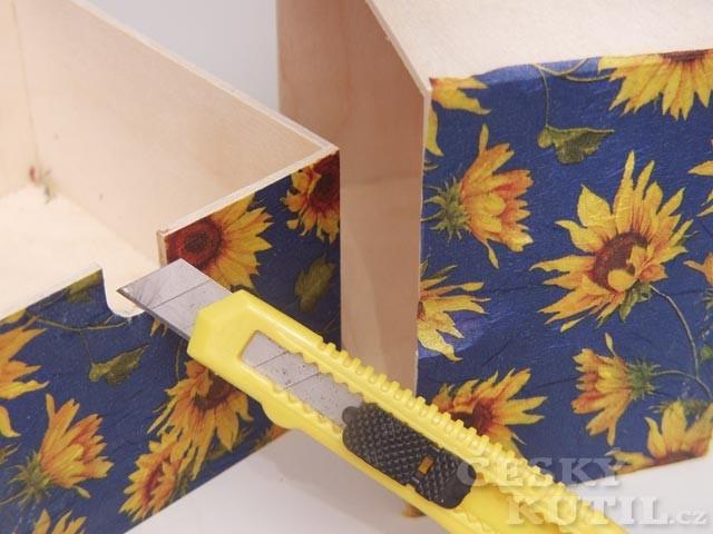Výtvarná technika dekupáž – zdobení dřevěné truhličky