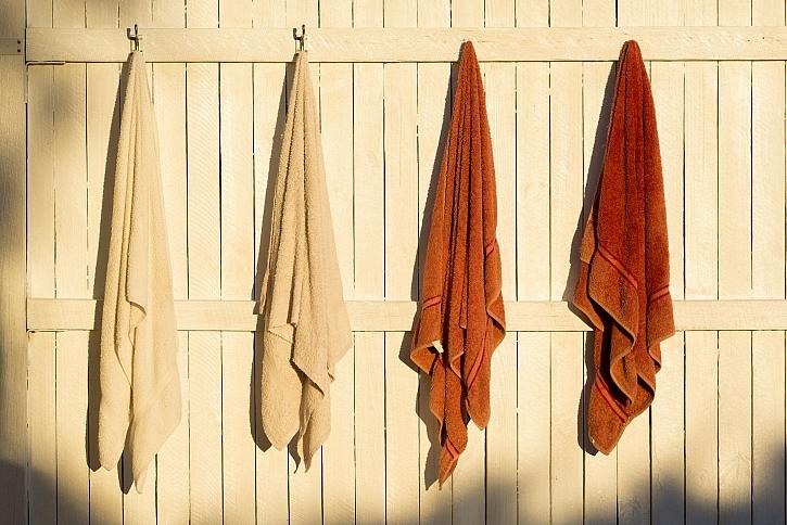 Háčky v koupelně je potřeba velmi pečlivě připevnit (Zdroj: Depositphotos)