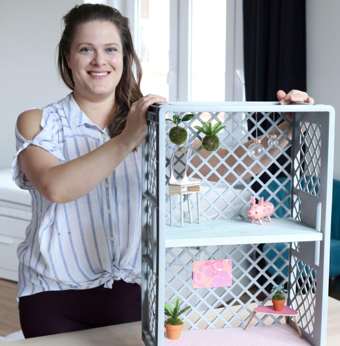 Výroba domečku pro panenky ze starší přepravky