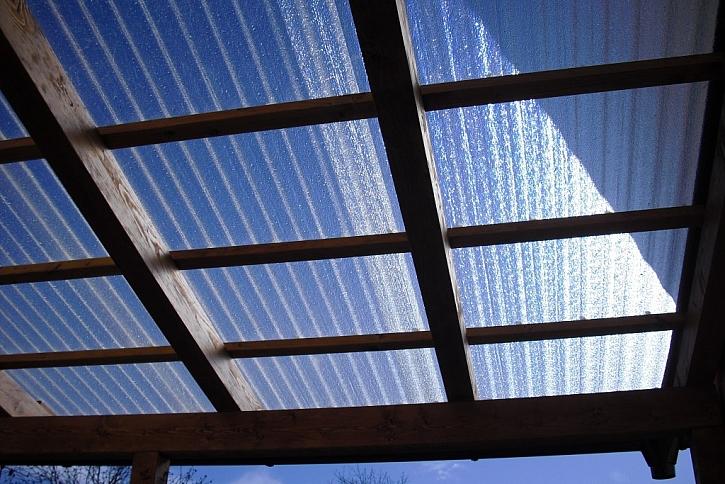 Desky ELYPLAST PLUS mají vysokou pevnost, pružnost a kvalitní UV ochranu