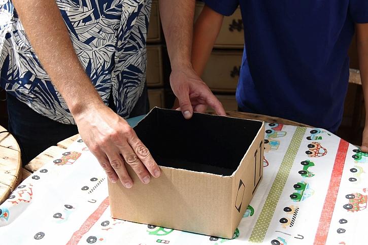 Krabici nalepíme na látku
