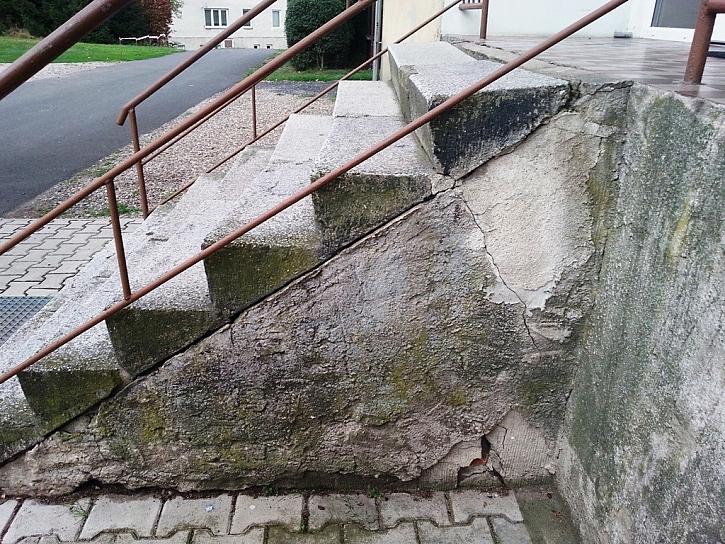 Antikutil - poškozené schody rovnou do špitálu