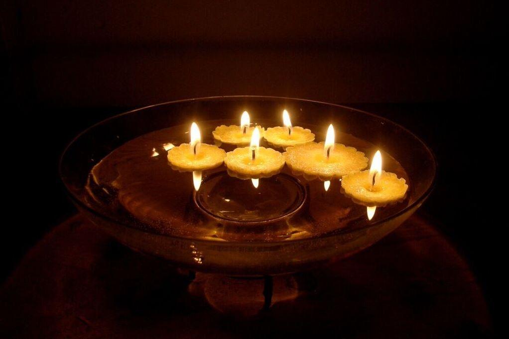 Plovoucí svíčky aneb Jak vytvořit dekoraci pro letní večery