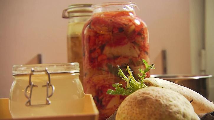 Kvašená zelenina je skvělým doplňkem našeho jídelníčku.