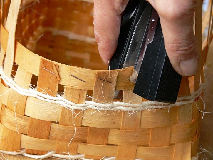 Chlebník upletený z rohože