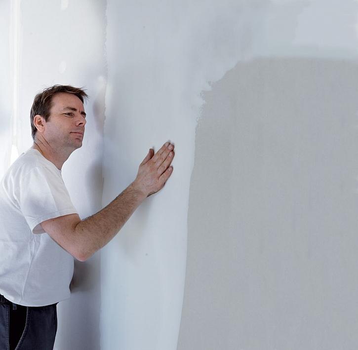 Jak dosáhnout dokonale hladkého povrchu stěn za pomoci tmelení?