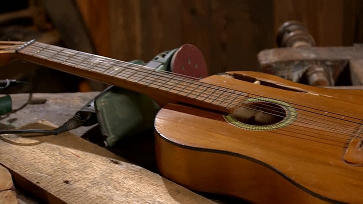 Stará rozbitá kytara