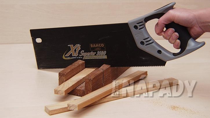 Nůžkový věšák: nařežeme materiál na výrobu věšáku