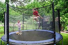 Trampolína na zahradu znamená, zopakovat si zásady bezpečnosti