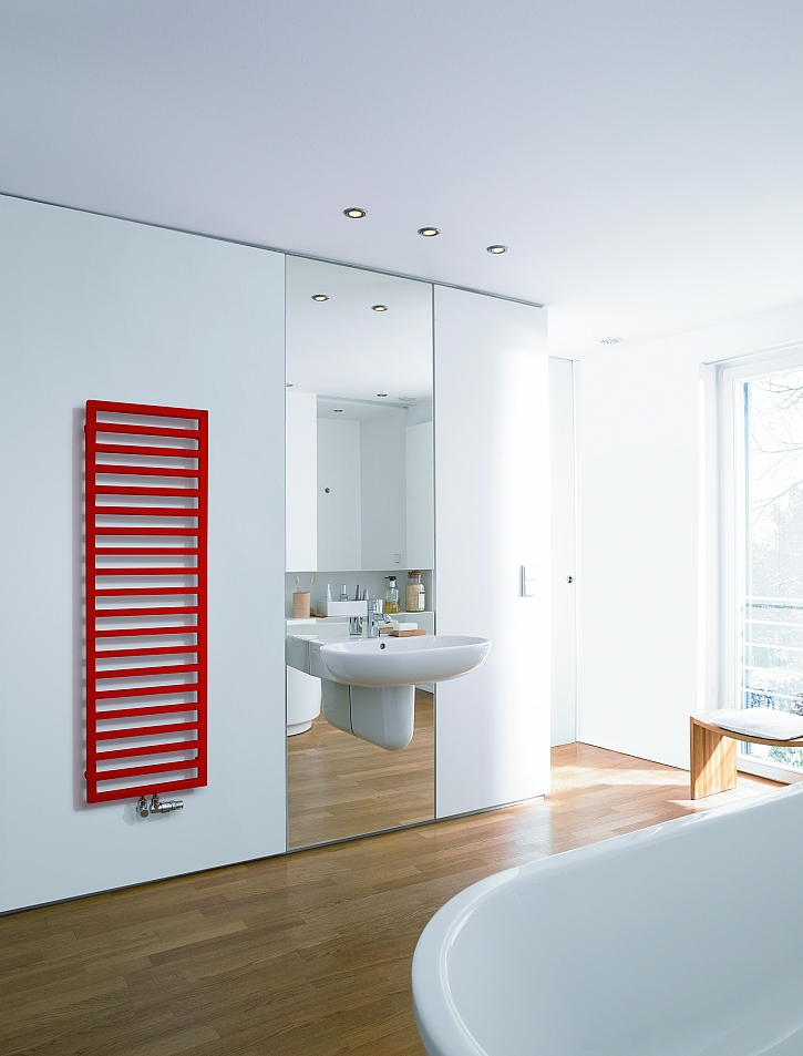 Zehnder_RAD_Quaro_bathroom_radiator_red_Print_25611