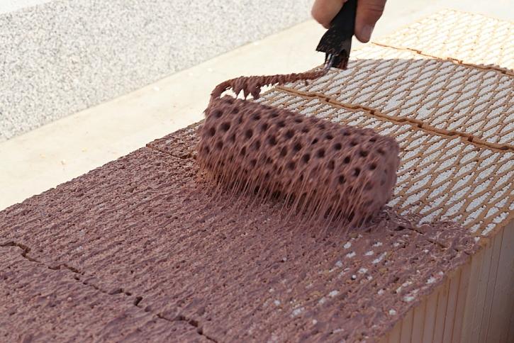 Zedník bude mít dostatek času na osazení cihly na nanesenou maltu HELUZ SIDI