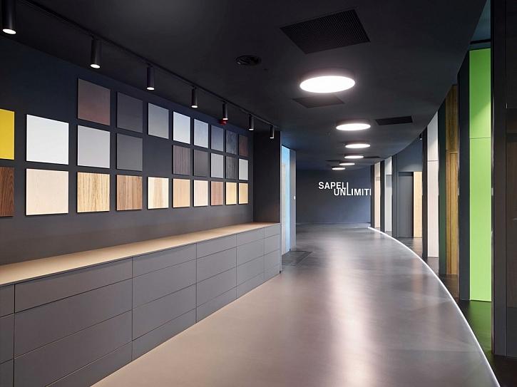 Součástí prémiového showroomu SAPELI UNLIMITED je design bar obsahující až čtyři stovky reálných vzorků