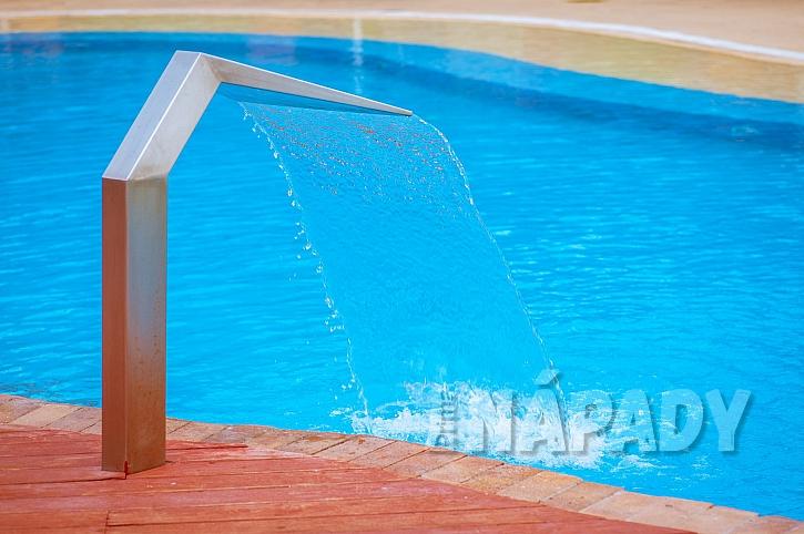 designový bazénový chrlič