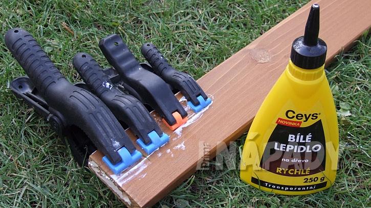 Jak opravit dřevěné zahradní křesílko: ulomenéné kolíčky nahradíme novými