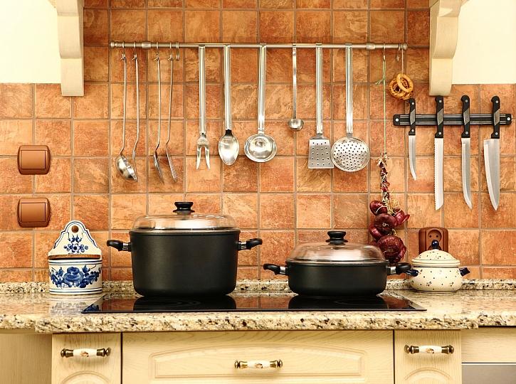Věšák do kuchyně najdete téměř v každé domácnosti (Zdroj: Depositphotos)