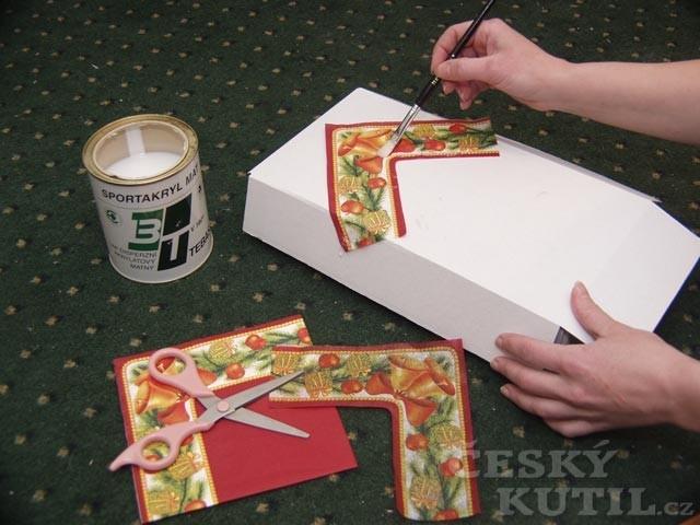 Jak vyrobit bednu na vánoční ozdoby?