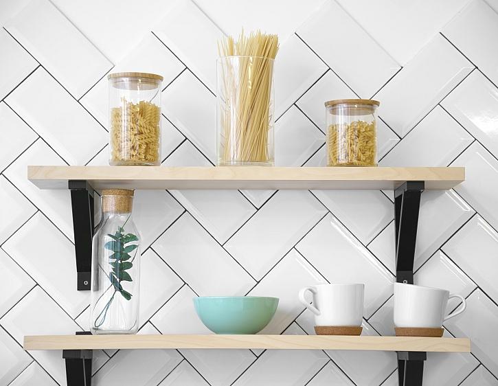 Návod na výrobu jednoduché kuchyňské poličky (Zdroj: Depositphotos)