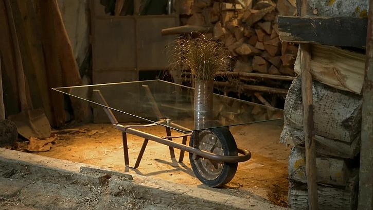 Výroba industriálního stolku se skleněnou plochou krok za krokem (Zdroj: Prima DOMA)