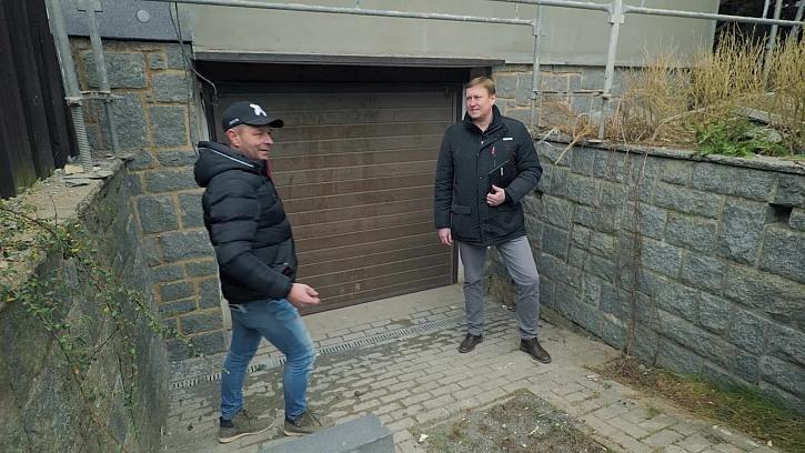 Pepa si popovídá s odborníkem na garážová vrata