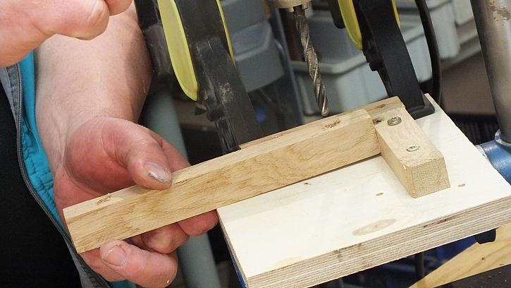 Dřevěná houpací síť: hranolky provrtáme na obou stranách