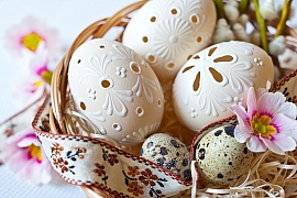 Na Bílou sobotu upečte beránka, upleťte pomlázku a nabarvěte vajíčka
