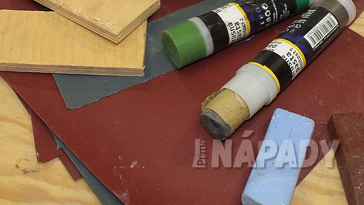 Výroba nože: pomocí brusných papírů vybrousíme ostří