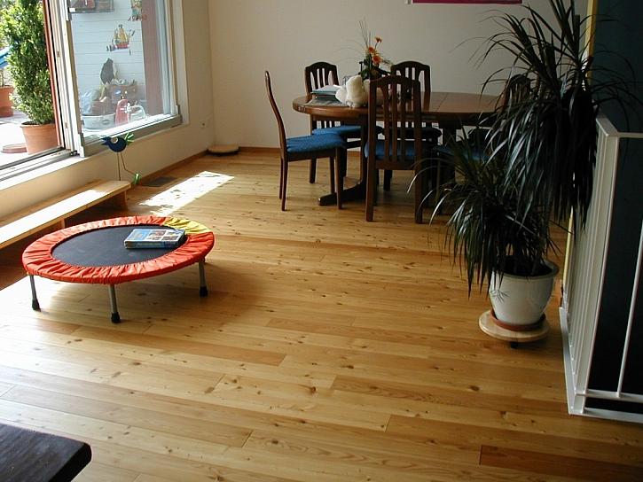 FEEL WOOD - masivní dřevěná podlaha sibiřský modřín