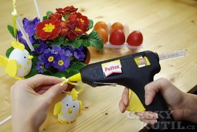 Než přijdou Velikonoce – výroba velikonoční dekorace do květináče