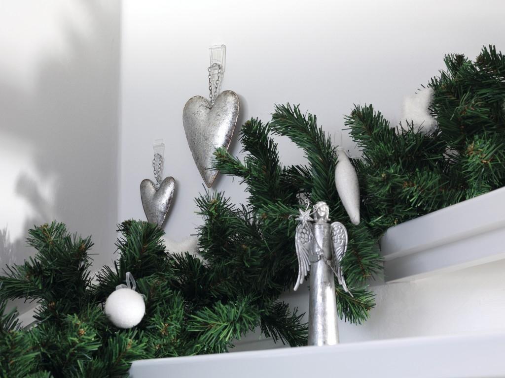 Připevňování vánočních dekorací