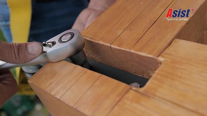Vyrobte si s Pepou praktický držák na TV