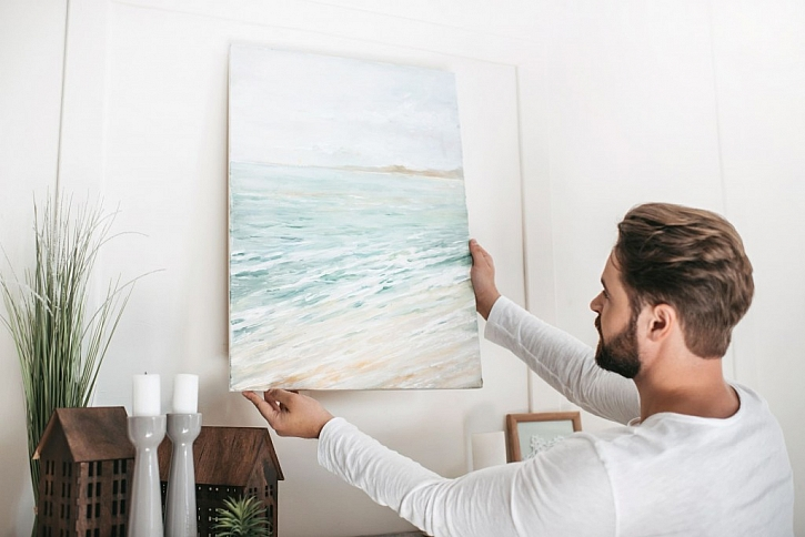Zavěšení obrazu na zeď není nic složitého
