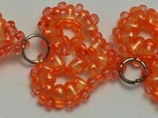 Srdíčka Twin - jak vyrobit náušnice s korálkovými srdíčky