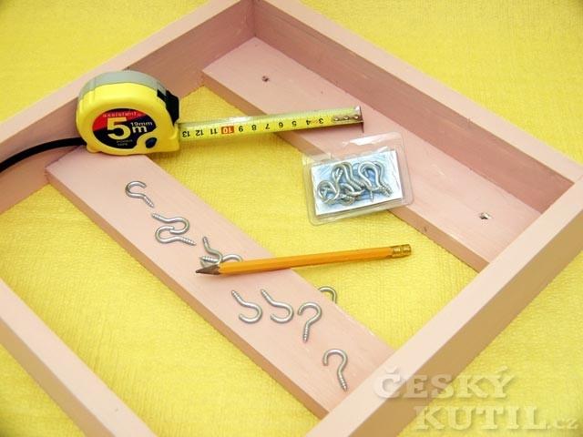 Skřínka na klíče s hodinami