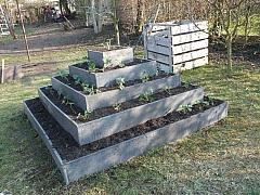 Postavte si pyramidu pro pěstování jahod