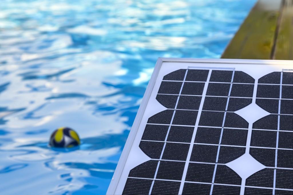 Užijte si bazén déle se solárními ohřevy