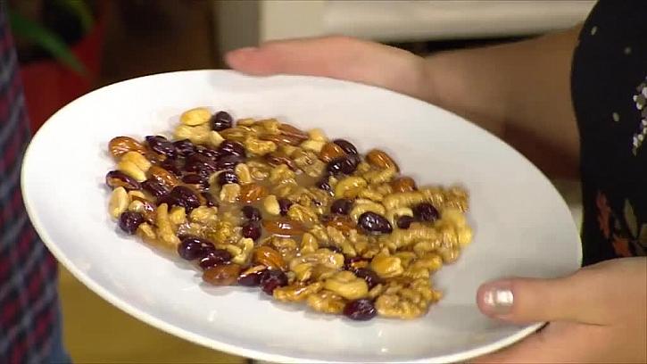 Smes ořechů s medema a cukrem