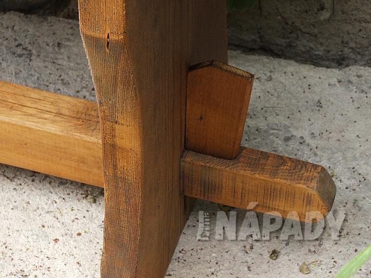 Zahradní lavice z borového dřeva s novou lazurou  6
