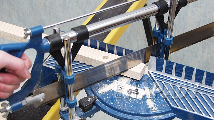 Skládací koš na prádlo:na pokosové pile zakrátíme jednu stranu laťky